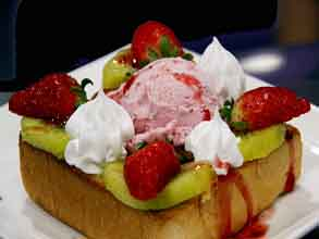 Kiwi-Strawberry-Honey-Toast